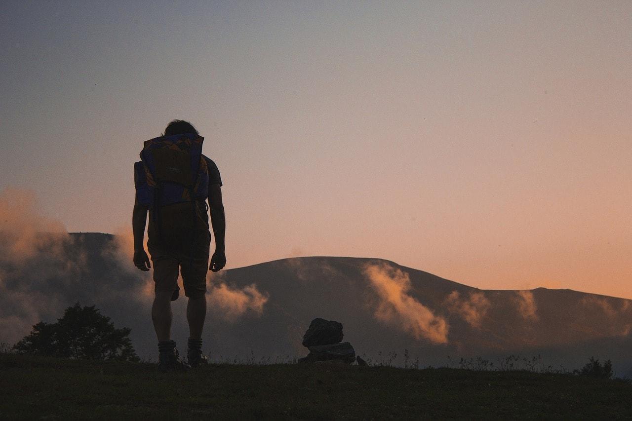 hiking-691846_1280-min